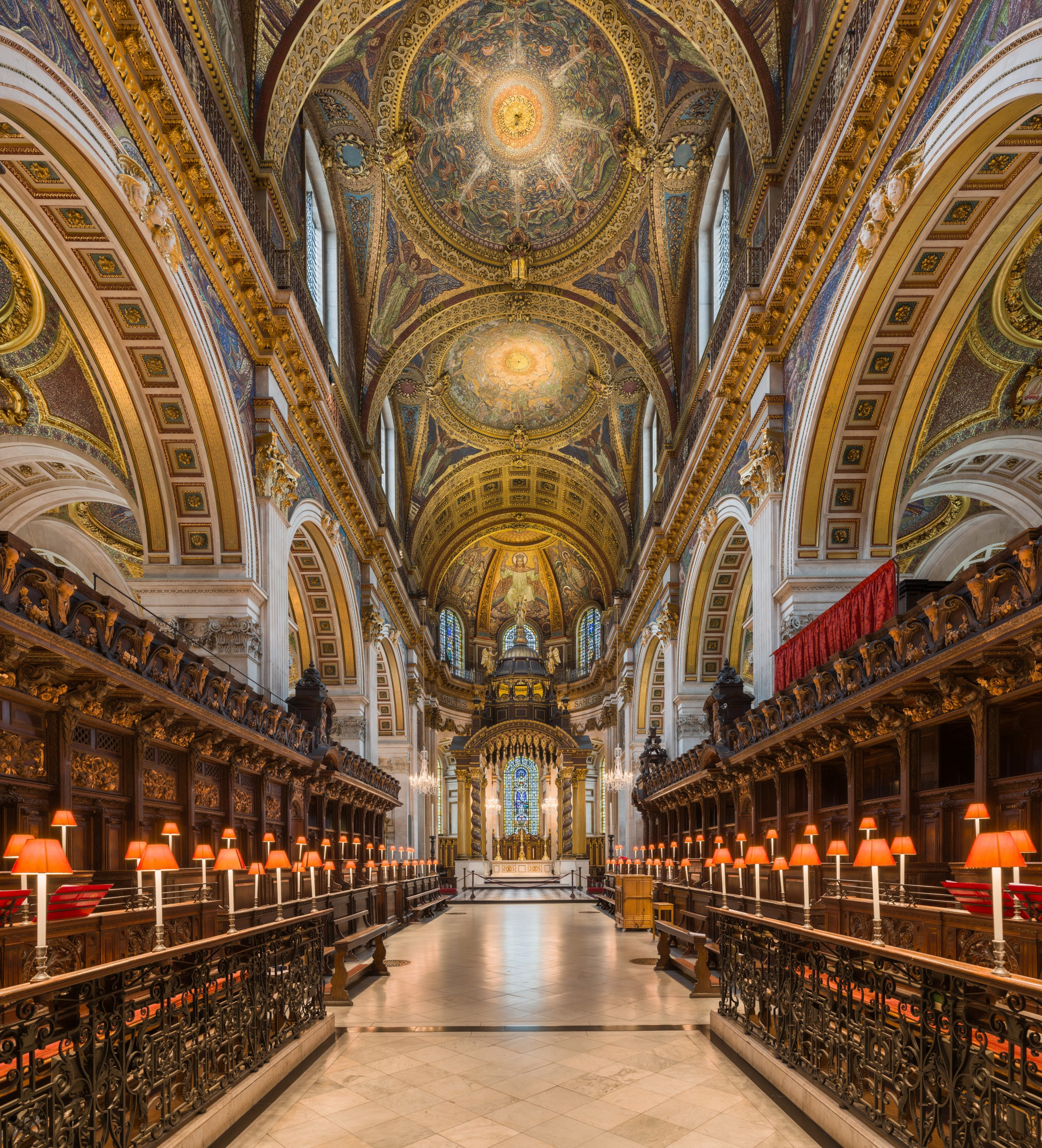St_Paul's_Cathedral_Choir_looking_east,_London,_UK_-_Diliff
